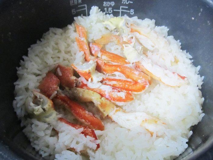 マルゲン水産のカニ 口コミレビュー カニご飯が炊けたところ